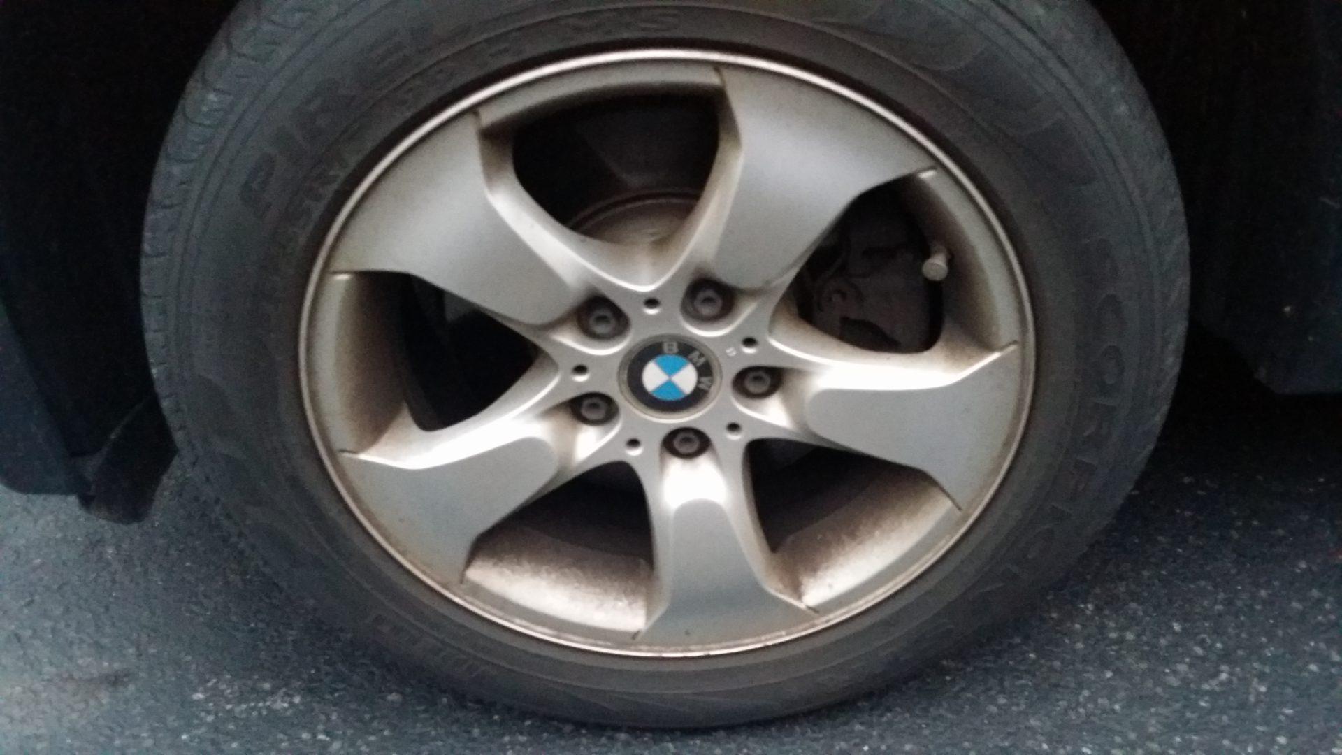 BMW wheel brake dust
